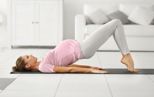 Joga w ciąży. Jak rozładować stres w ciąży? Ćwicz oddech przeponowy.