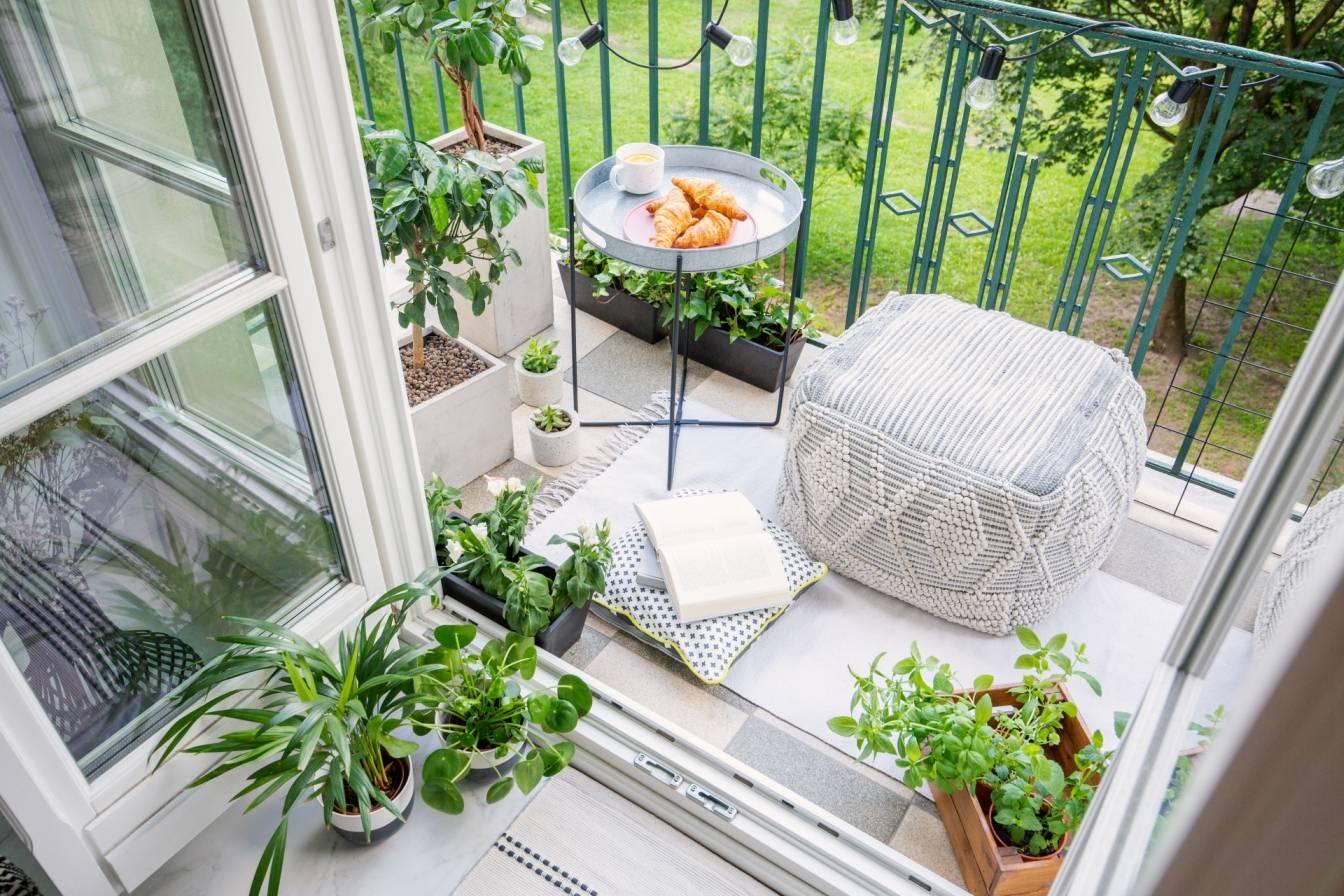 Kwiaty na balkonie - jakie rośliny doniczkowe wystawić latem na balkon?