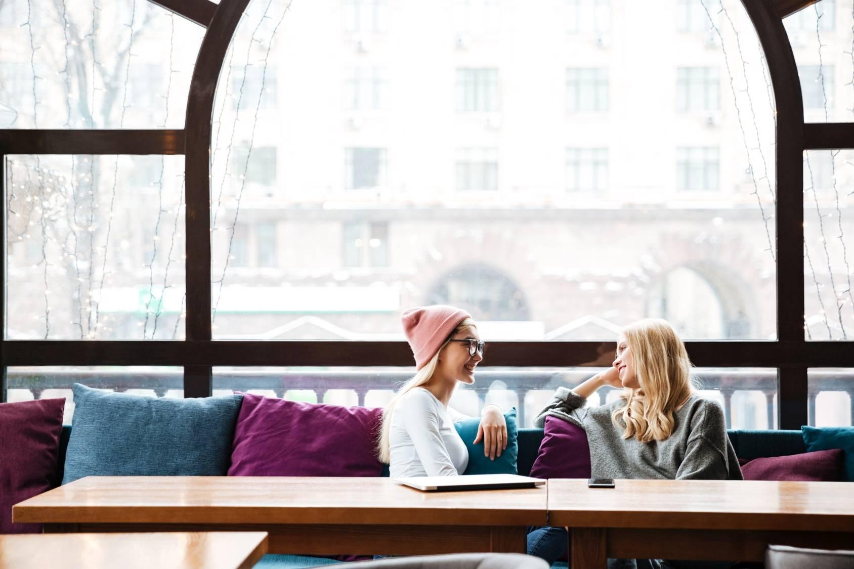 Jak pomóc osobie z depresją - rozmowa z bliską osobą.