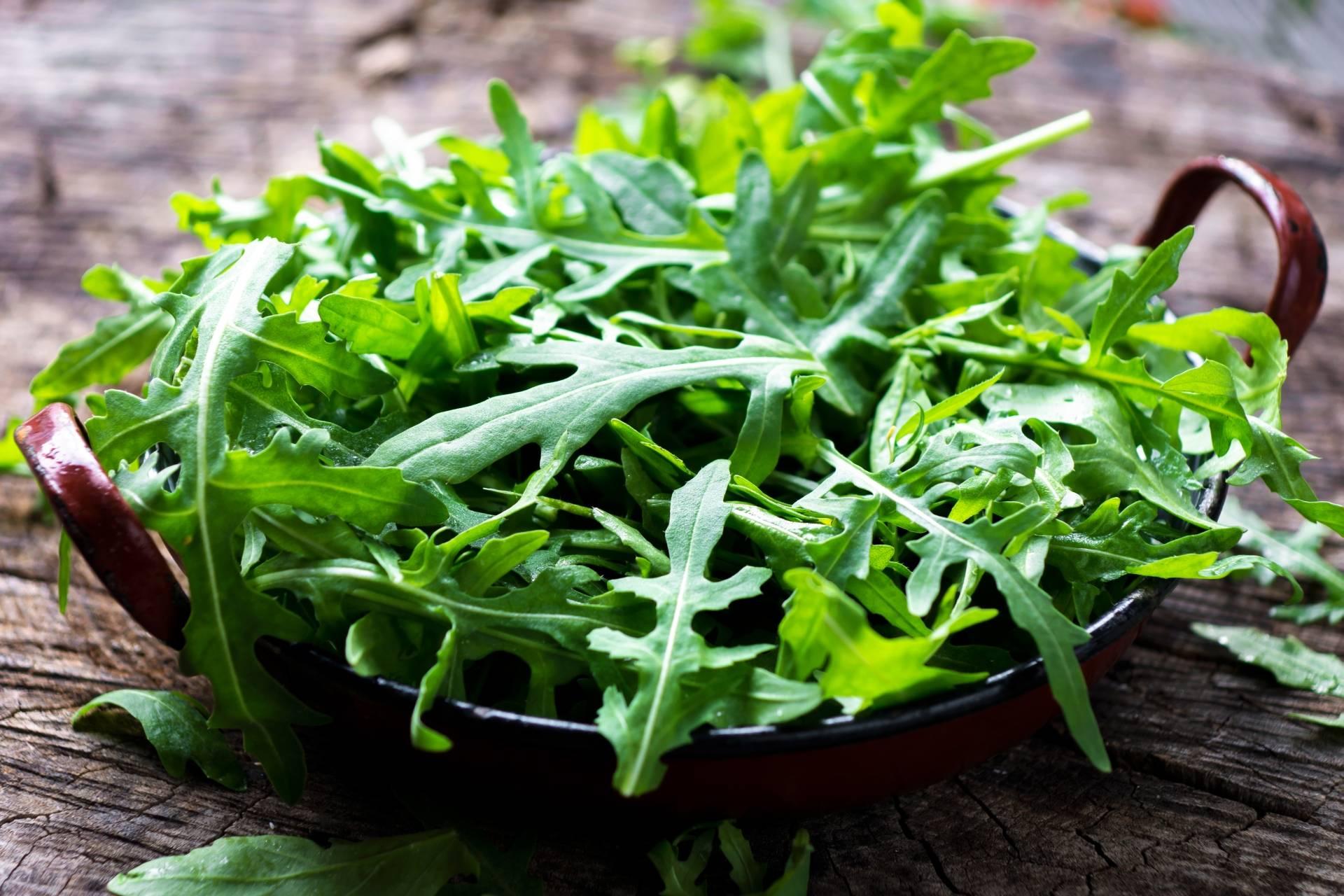 Ogródek warzywny na balkonie: jak uprawiać rukolę?