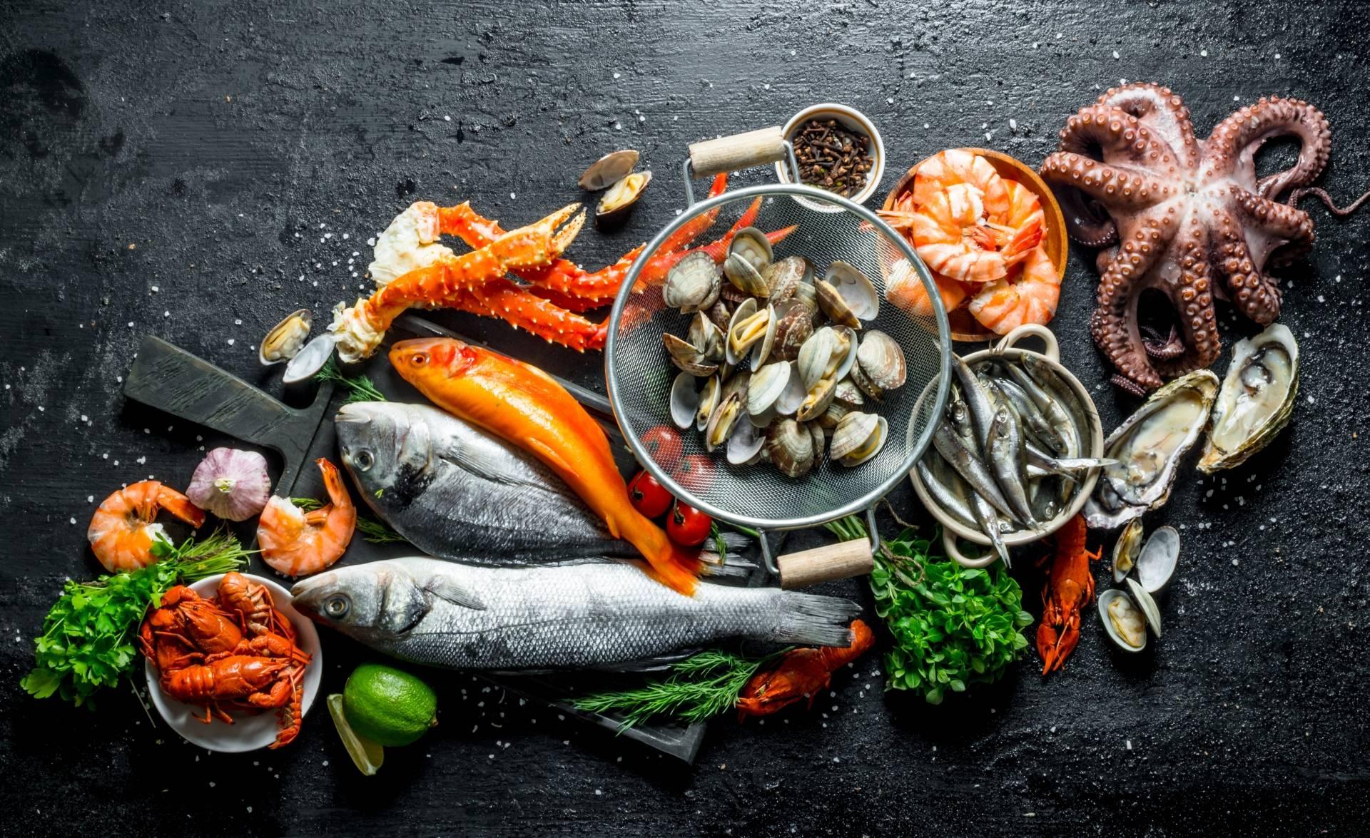 Ryby i owoce morza - Europejczycy jedzą ich najwięcej.