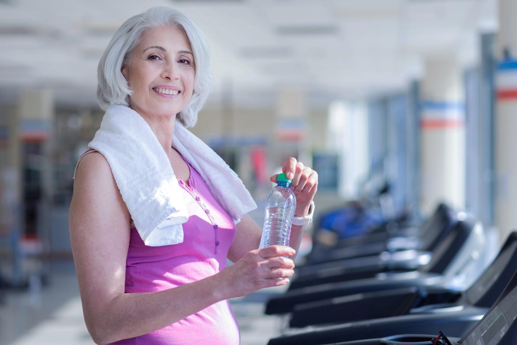 Trening siłowy wzmacnia kości u seniorów.