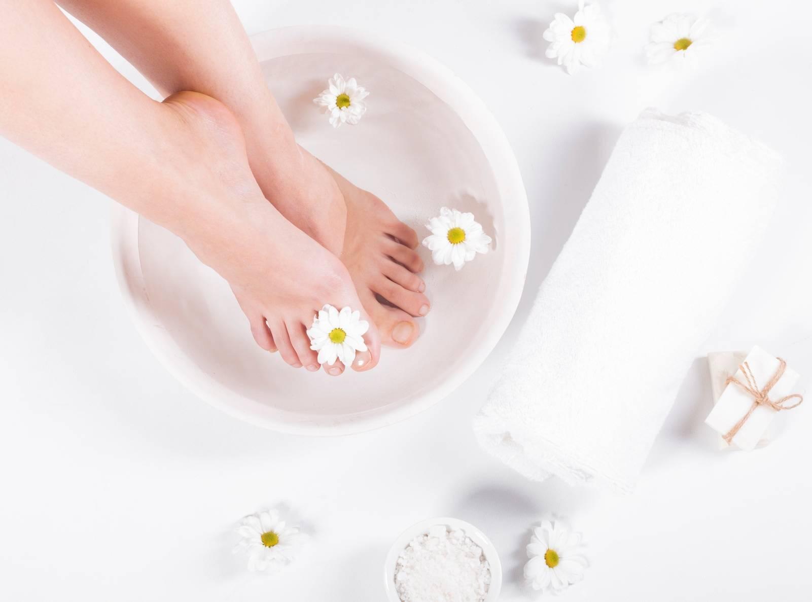 Sól Epsom - kąpiel przeciw grzybicy stóp.