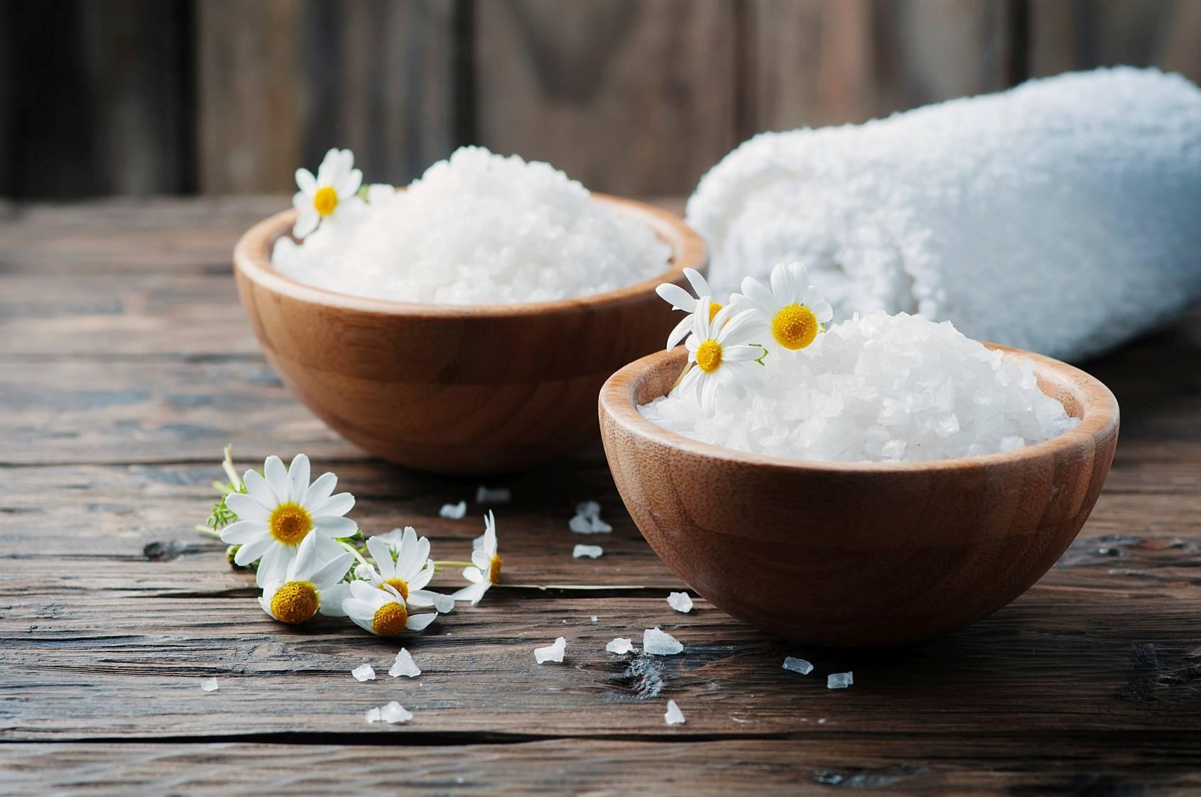 Sól Epsom (gorzka) do kąpieli, roztworów, okładów. Różne zastosowania soli Epsom.