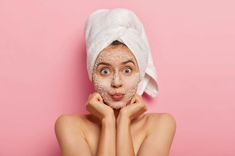 Sól - wszechstronny kosmetyk do pielęgnacji do twarzy i ciała. Przepisy na domowe kosmetyki do ciała DIY z solą.