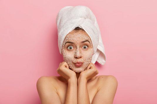 Sól - wszechstronny kosmetyk do pielęgnacji do twarzy i ciała.