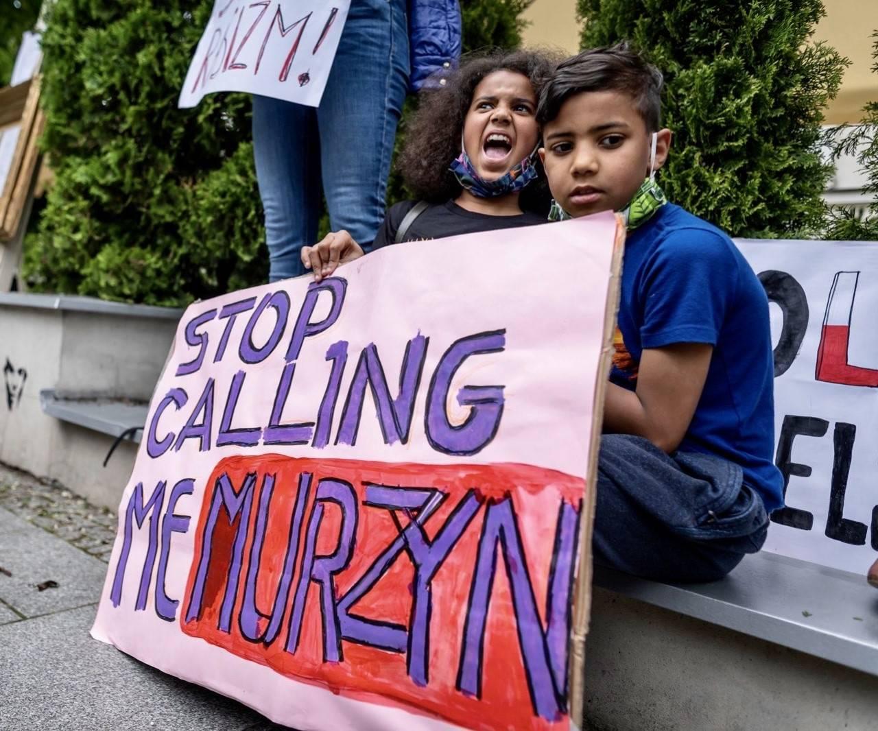 Akcja przeciwko rasizmowi Stop calling me Murzyn. Przemoc rówieśnicza w szkole.