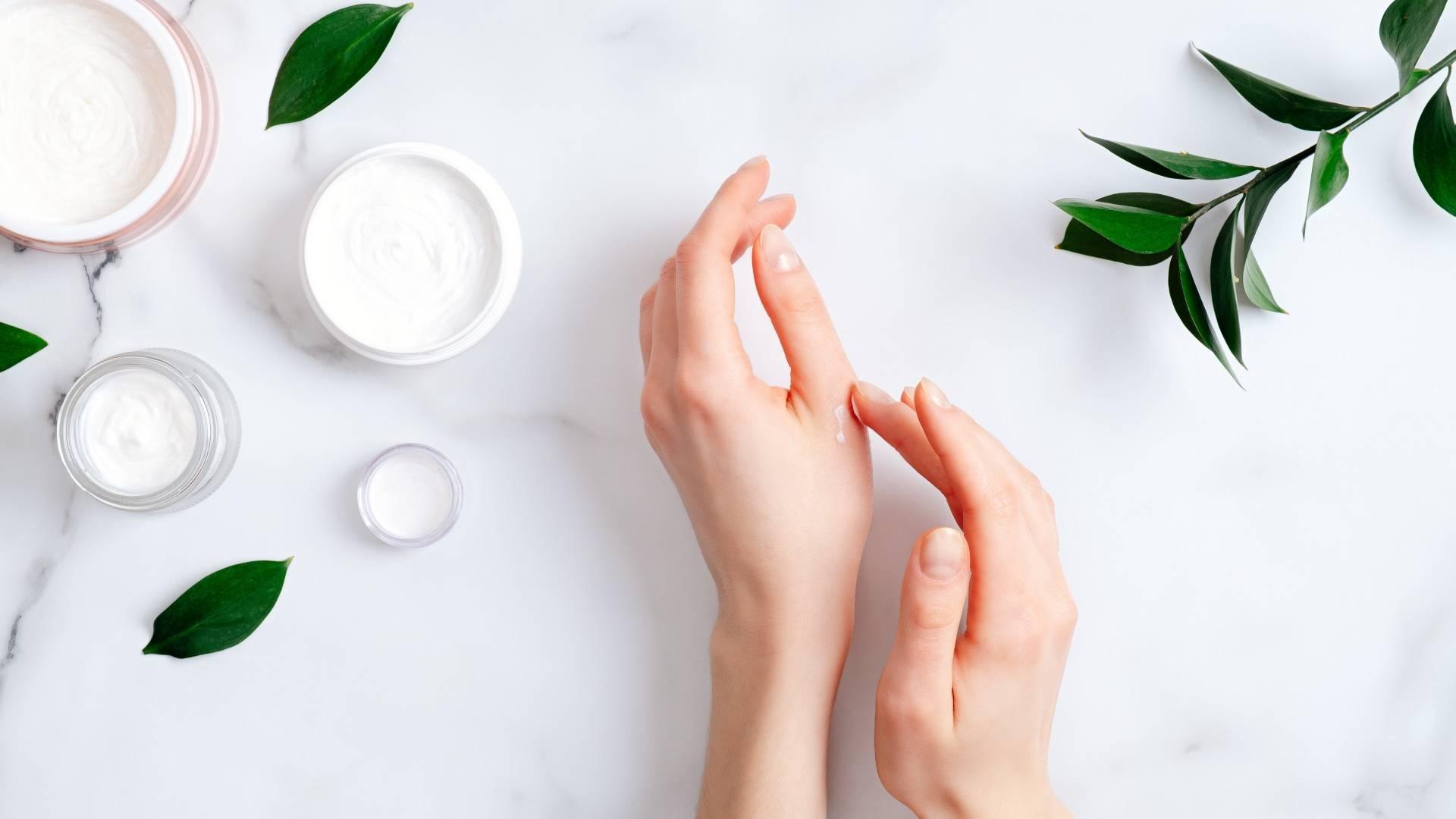 Jak zadbać o suche dłonie w dobie koronawirusa?