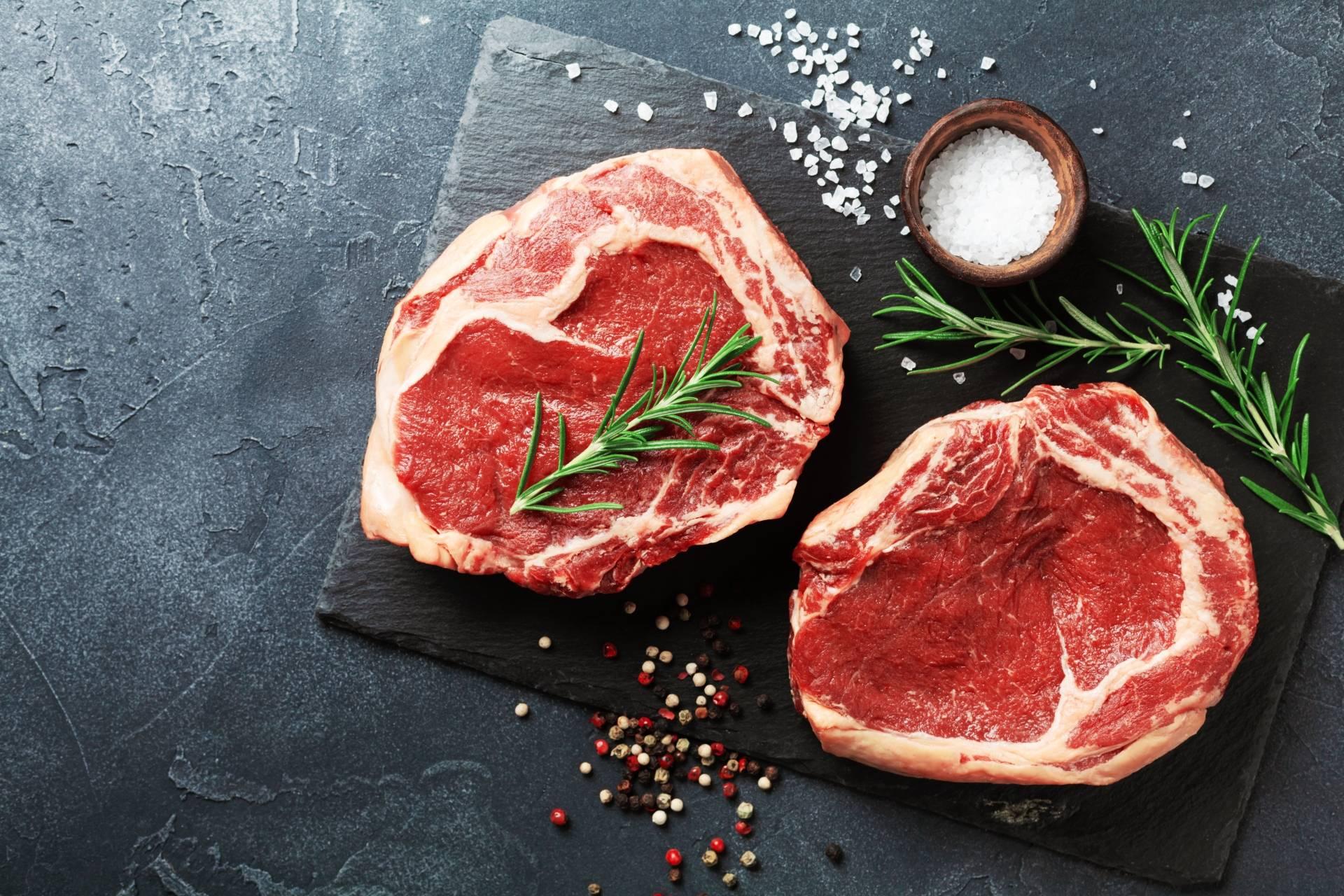 Koronawirus - czego nie jeść? Uwaga na mięso i produkty odzwierzęce.