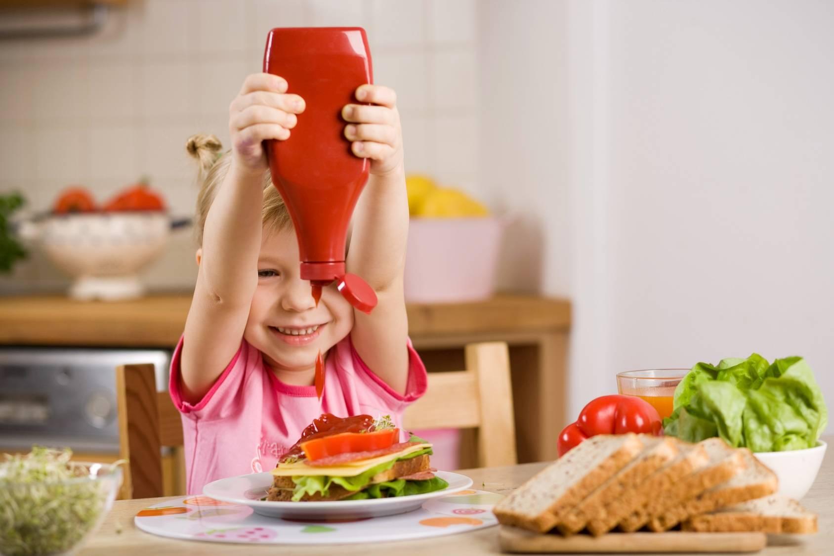 Syrop glukozowo-fruktozowy w ketchupie.