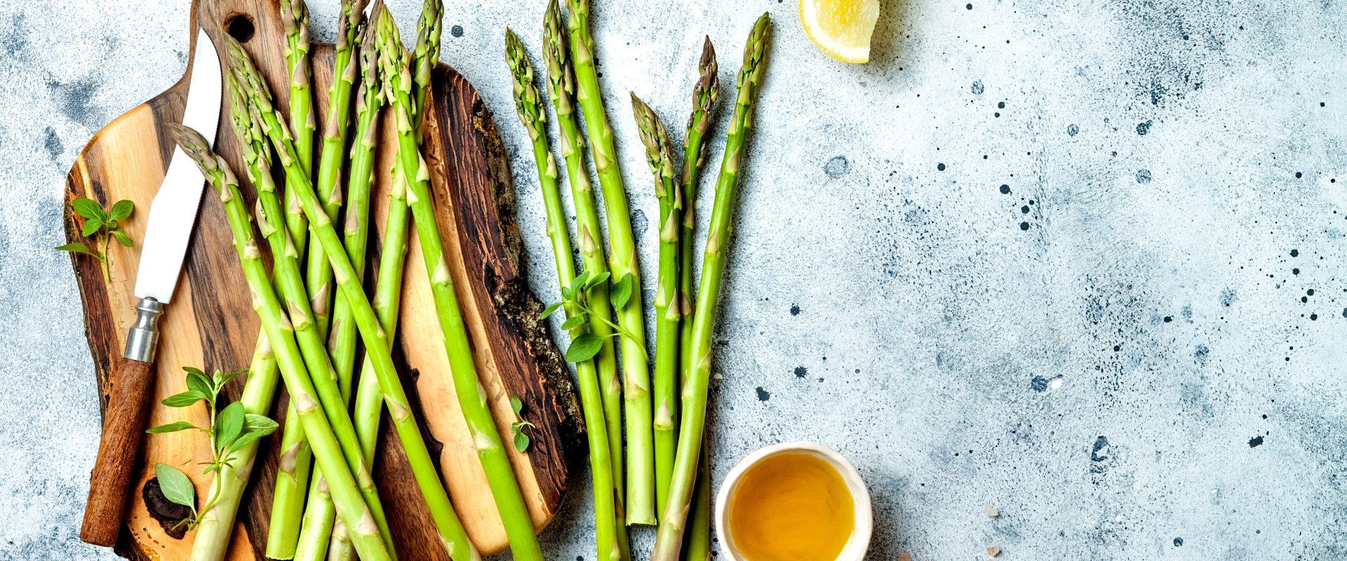 Szparagi dobre na obrzęki - przepis na szparagi.
