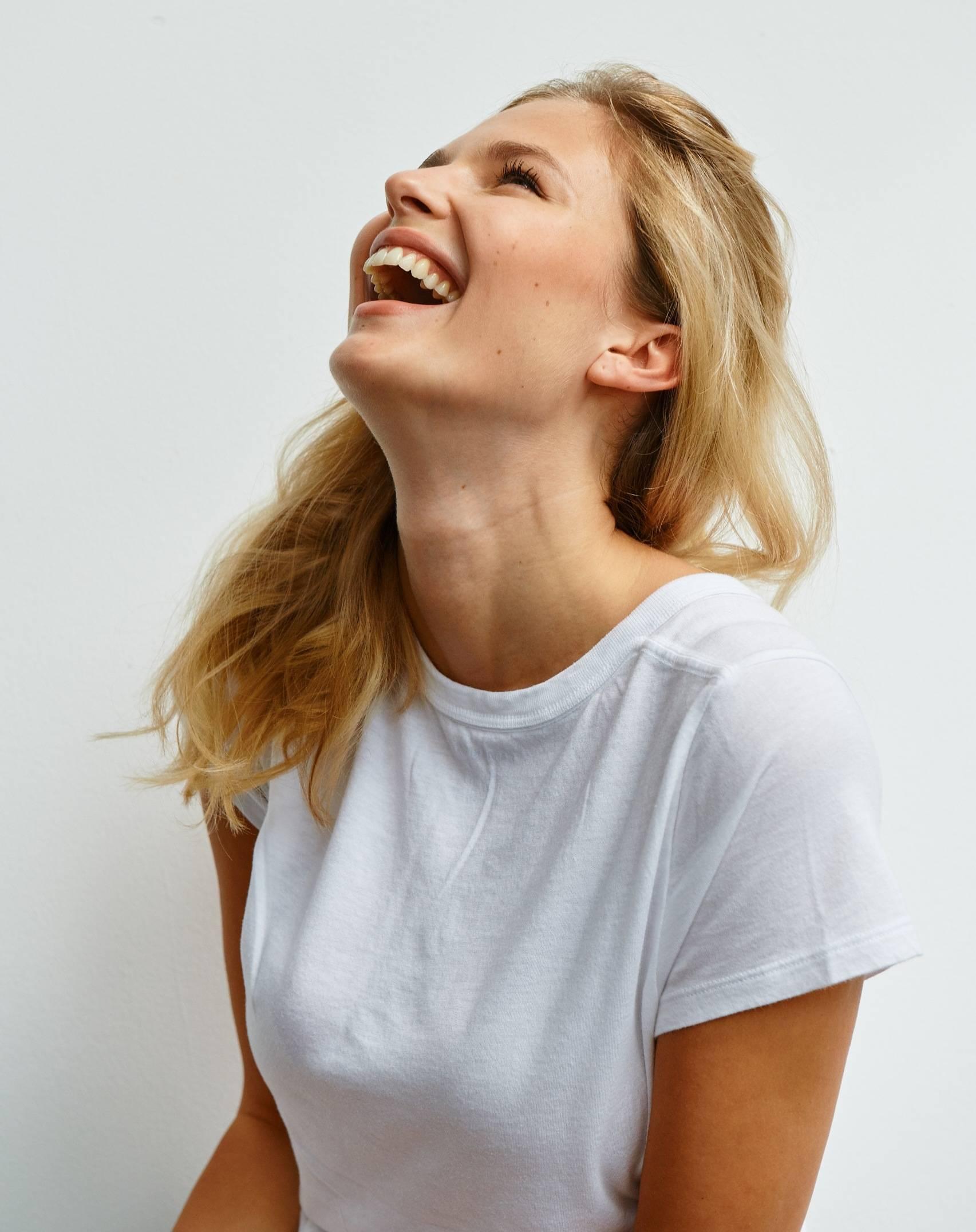 Uśmiechnięta Karolina Szymczak, żona Piotra Adamczyka. Jak endometrioza zmieniła jej życie?