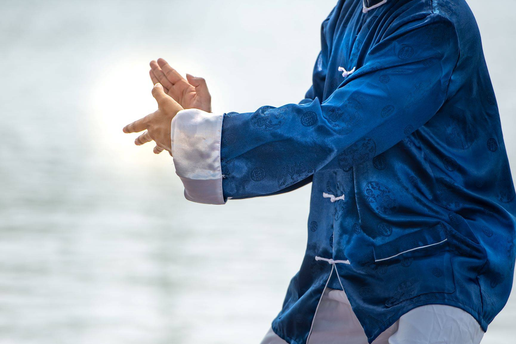 Jak wygląda praktyka tai chi? Medytacja w ruchu.