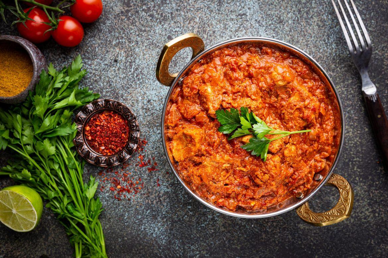 Przepisy kuchni indyjskiej. Tikka masala w garnku.
