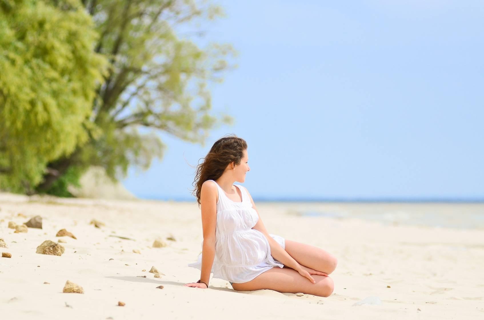 Kobieta w ciąży na wakacjach - jak się przygotować do wyjazdu?