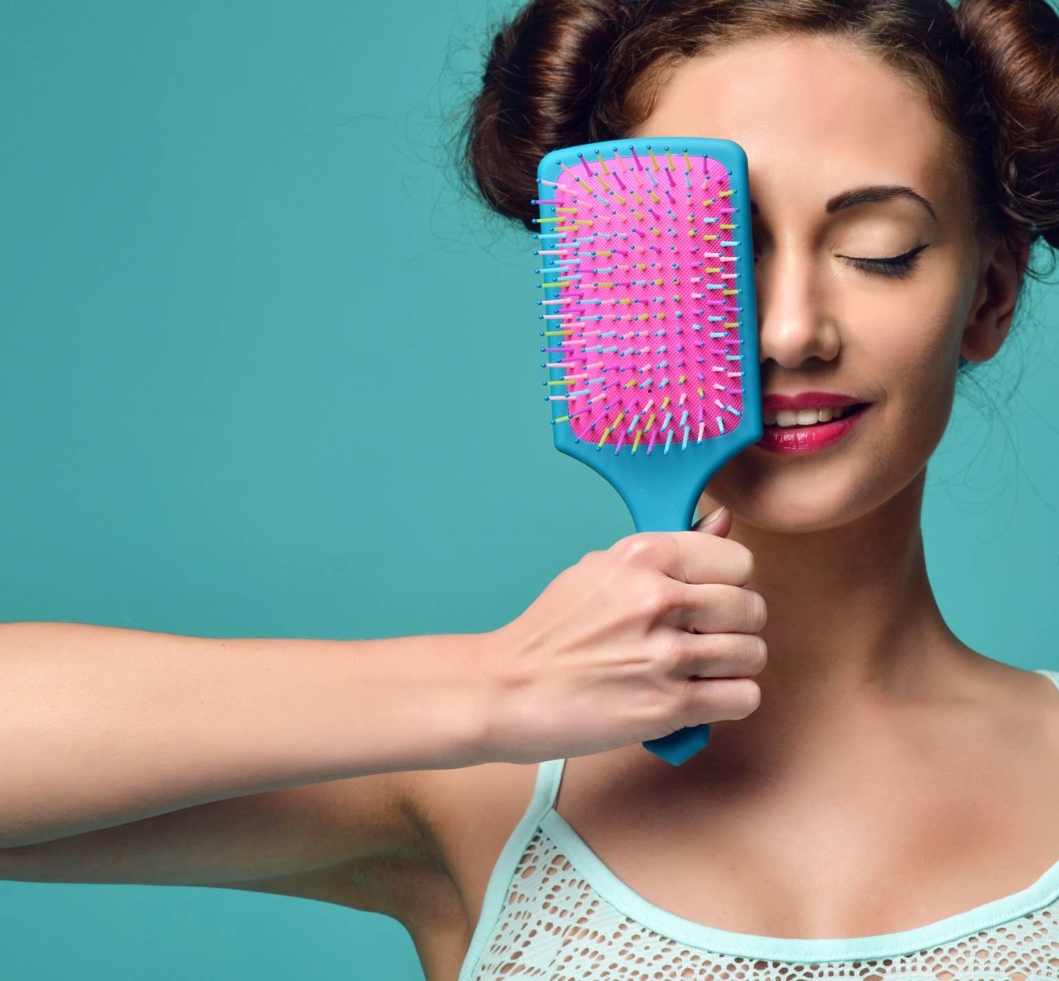 wypadanie włosów przy rozczesywaniu