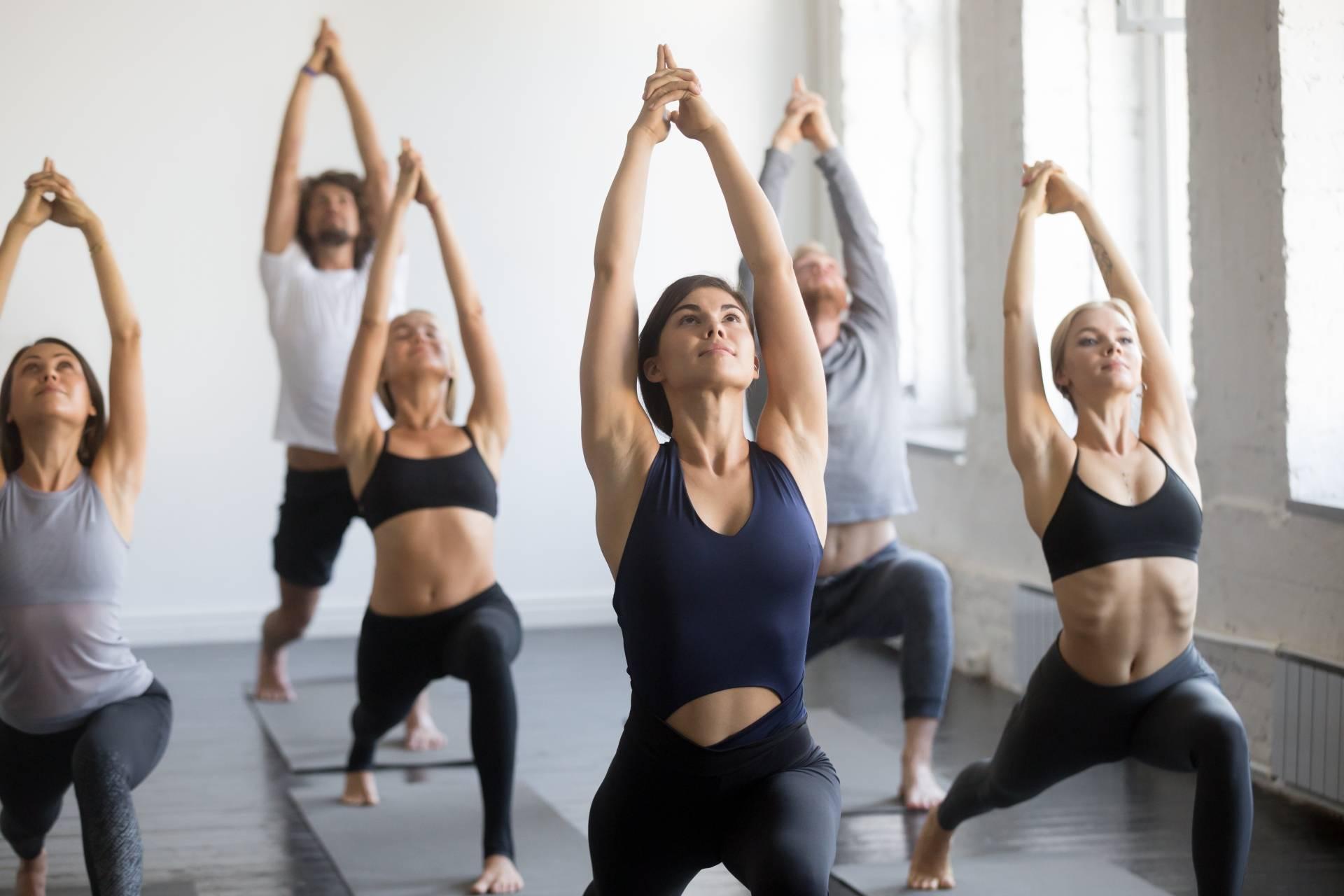 Joga - czym jest i na czym polega praktyka? Koedukacyjne zajęcia jogi.