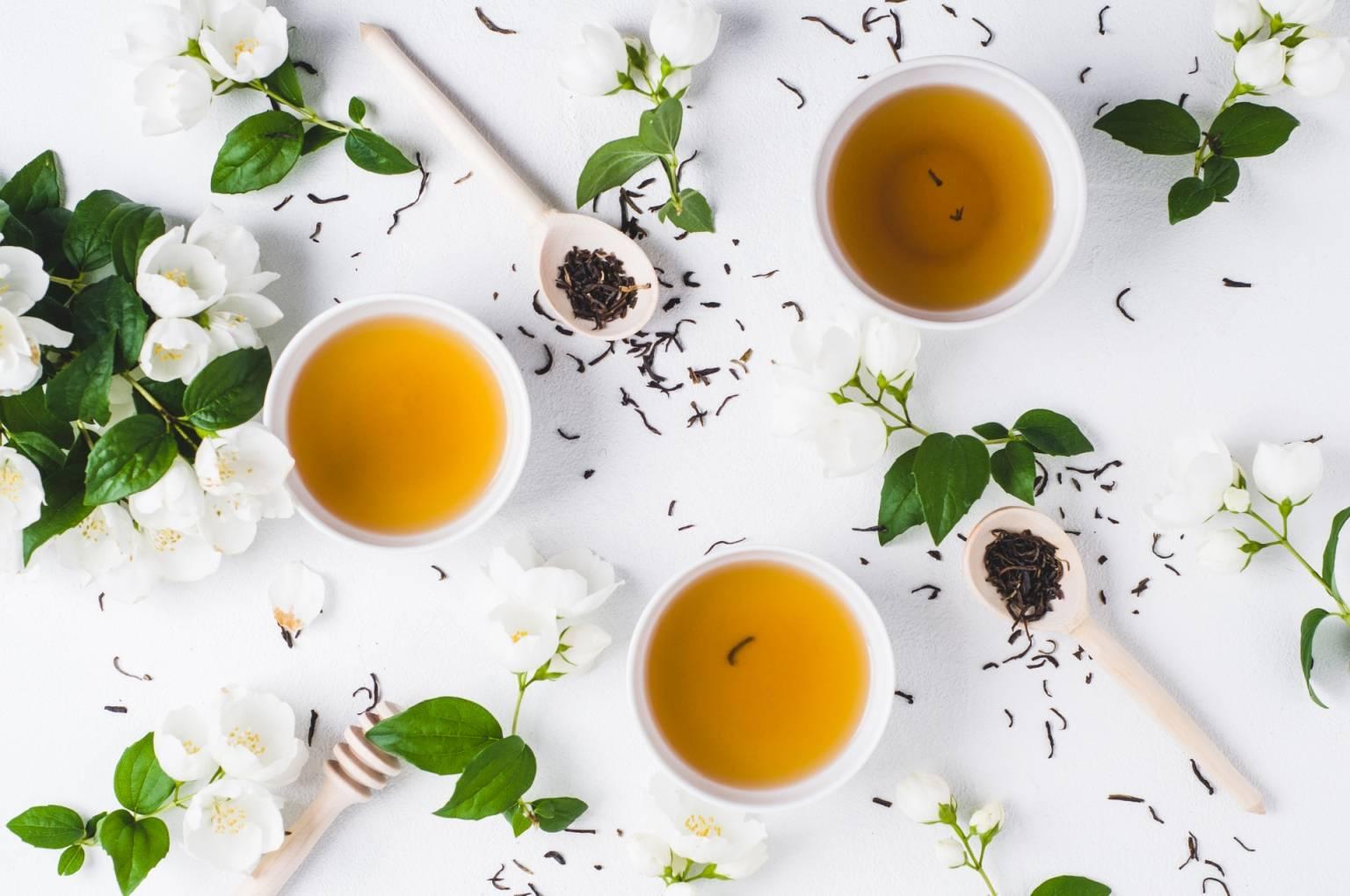 Czy superfoods to superżywność czy supermarketing? Sprawdź, czy zielona herbata to superfood warte uwagi.