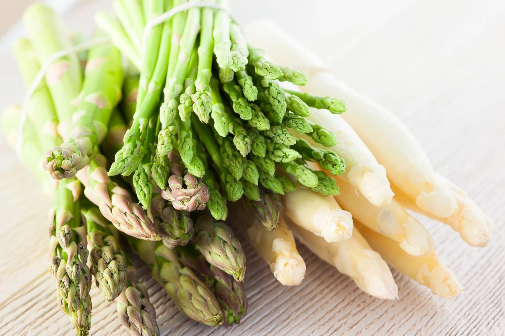 Białe i zielone szparagi - przepisy na dania.