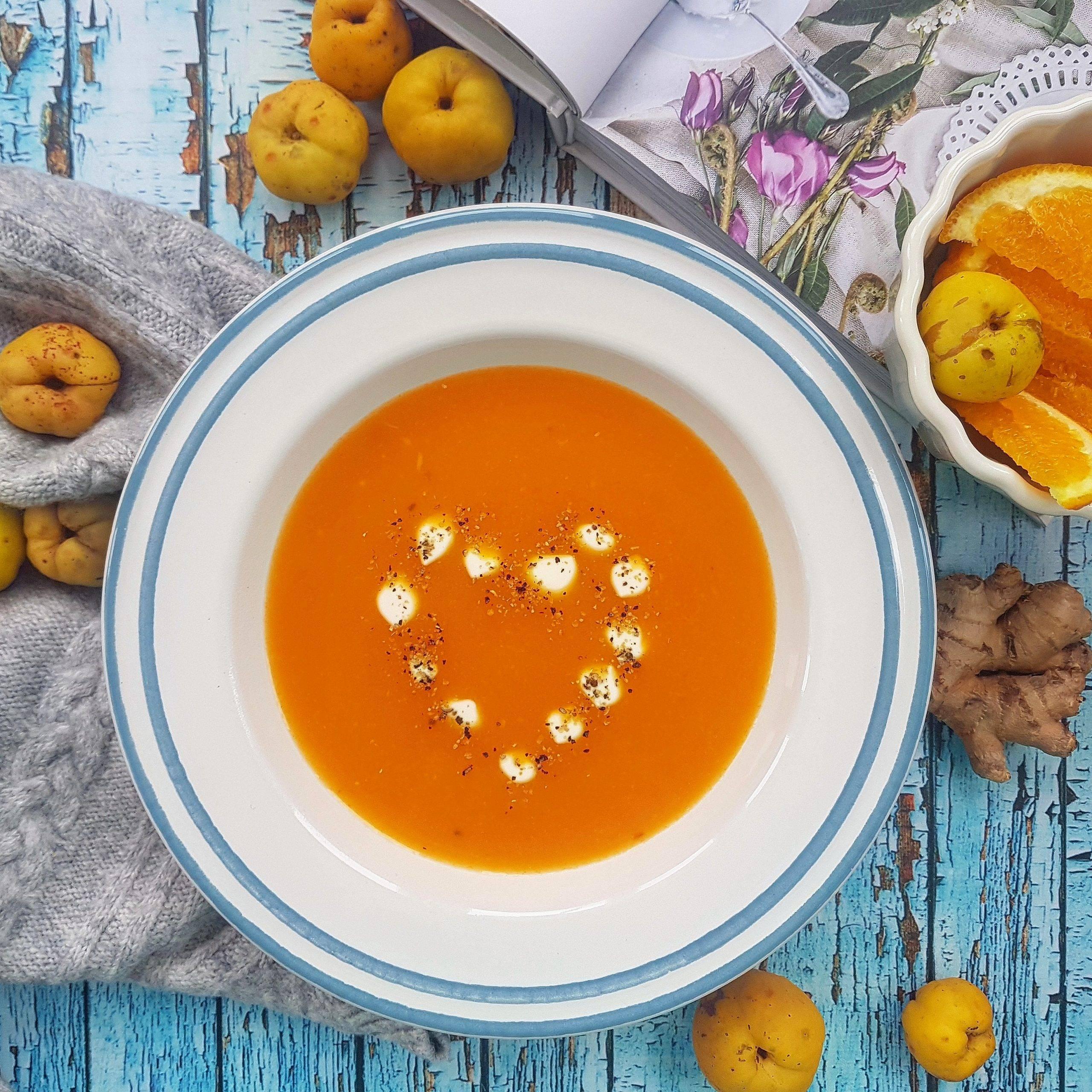 Zupa dyniowa z pigwą, imbirem i pomarańczą. Pigwa - przepis Agnieszki Żelazko.