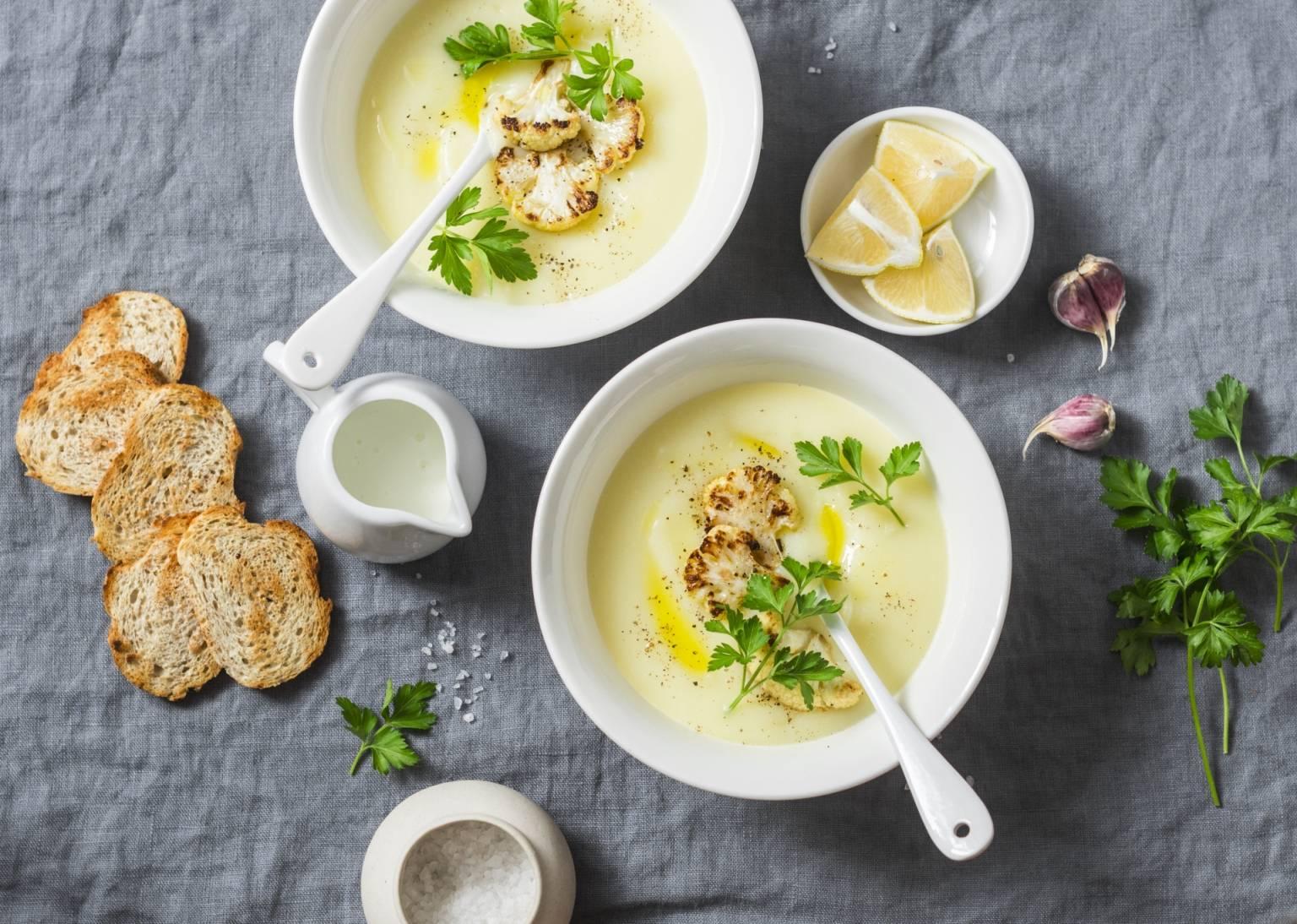 Przepis na krem z kalafiora - zupy lekkostrawne.